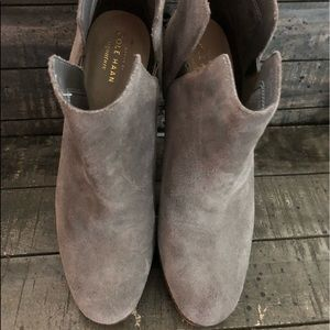 COLE HAAN SIGNATURE GRAND GRAY SUEDE ANKLE BOOTS